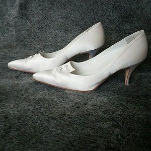 Manolo Blahnik white satin kitten heels 37